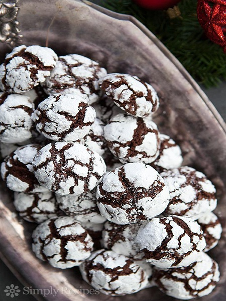 12 chocolate-crinkles-cookies