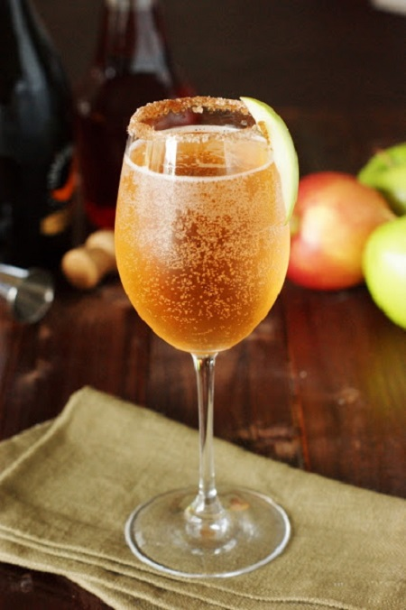 sparkling-apple-pie-cocktail-1