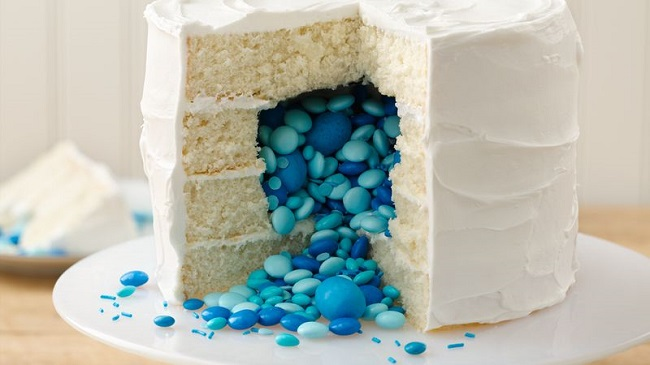 surprise-on-the-inside-gender-reveal-cake