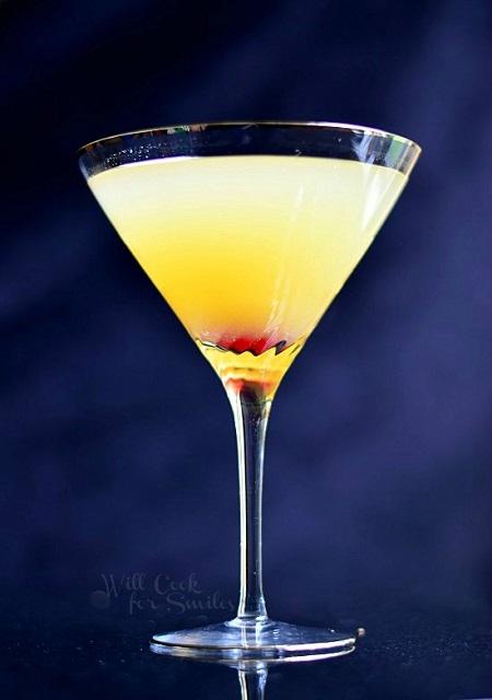 flirtini-pinapple-champagne-martini-1-willcookforsmiles-com_