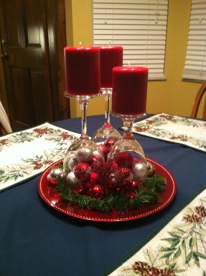 red-simple-christmas-center-piece