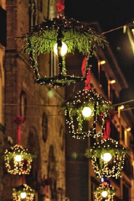 christmas-hangings-made-of-pine-vines