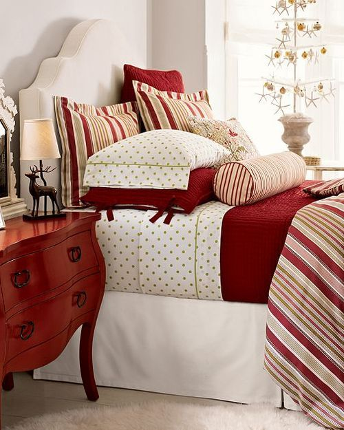 Cozy Christmas Bedroom Decorating Ideas - Festival Around ...
