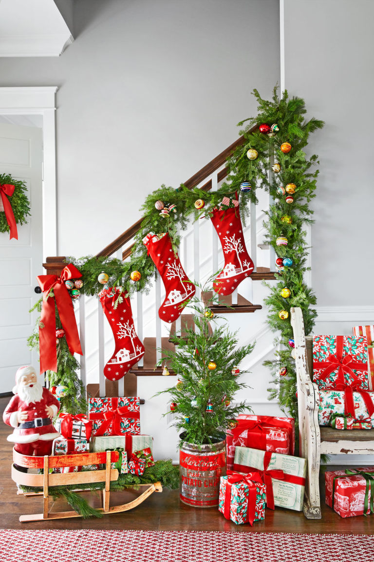 Scintillating christmas garland decoration ideas for Home christmas decorations ideas