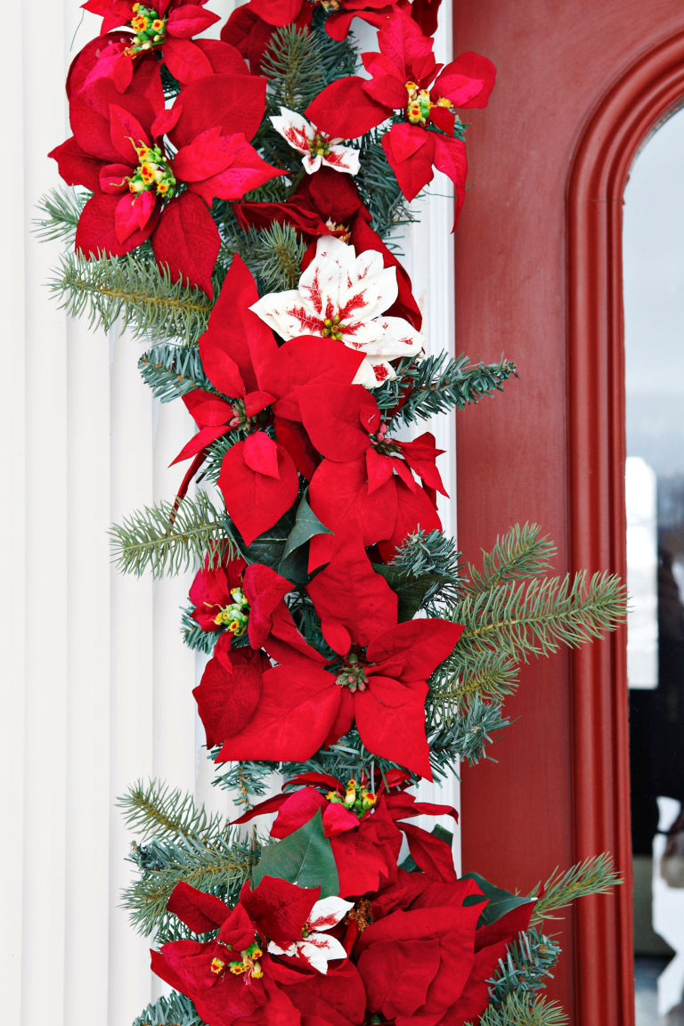 Scintillating christmas garland decoration ideas for Idee de decoration de noel exterieur