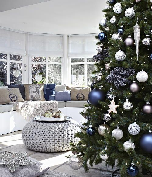 christmas-living-room-decoration-ideas-11