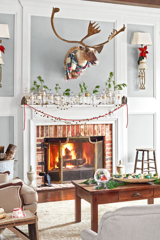 Simple Christmas Fireplace Decoration