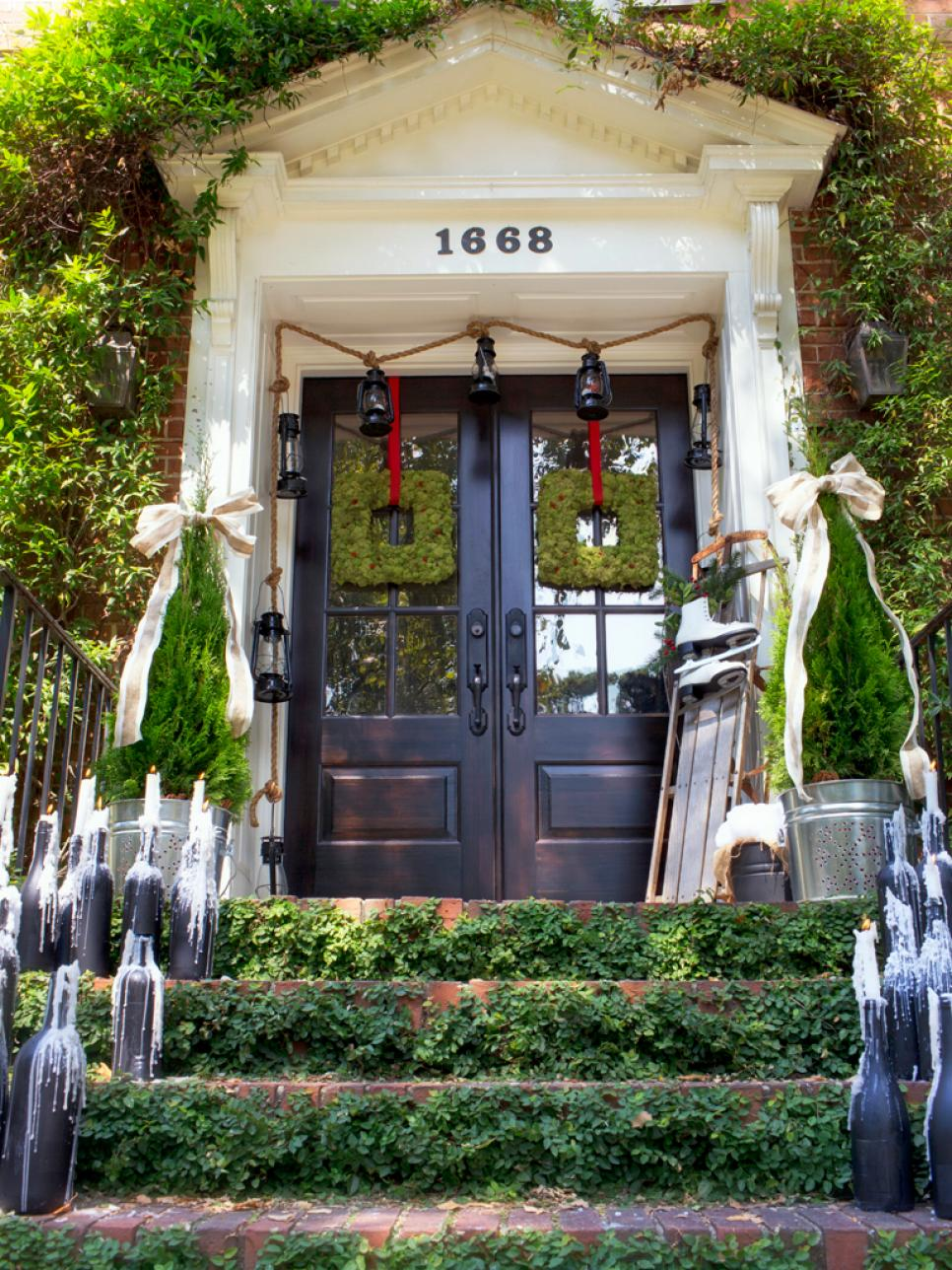 Christmas decorating ideas for porch festival around the - Christmas decorating exterior house ...