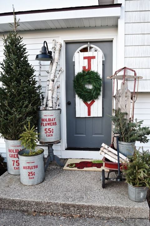 Christmas decorating ideas for porch festival around the for Easy front porch christmas decorations