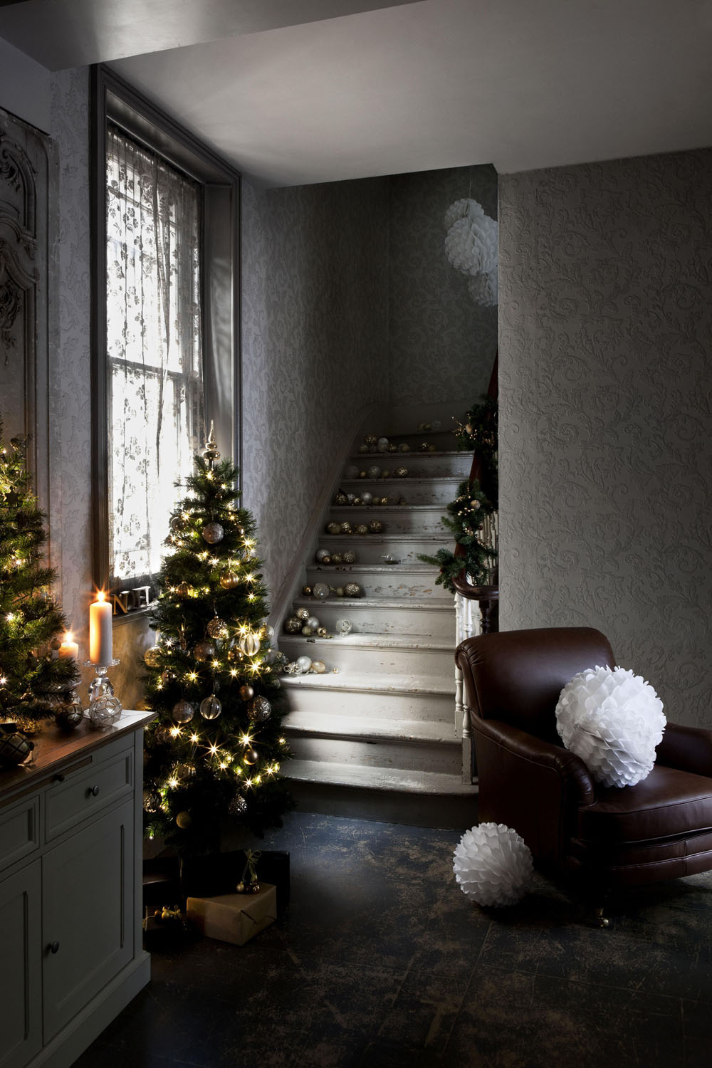Modern christmas decorating ideas that you must not miss for Living room xmas ideas