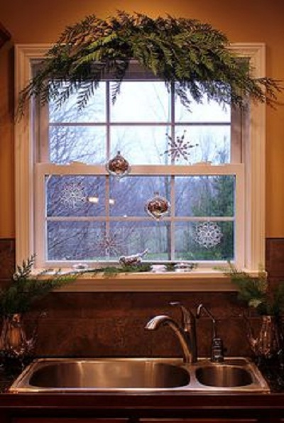 20 Stunning Window Decorations For Christmas Festival
