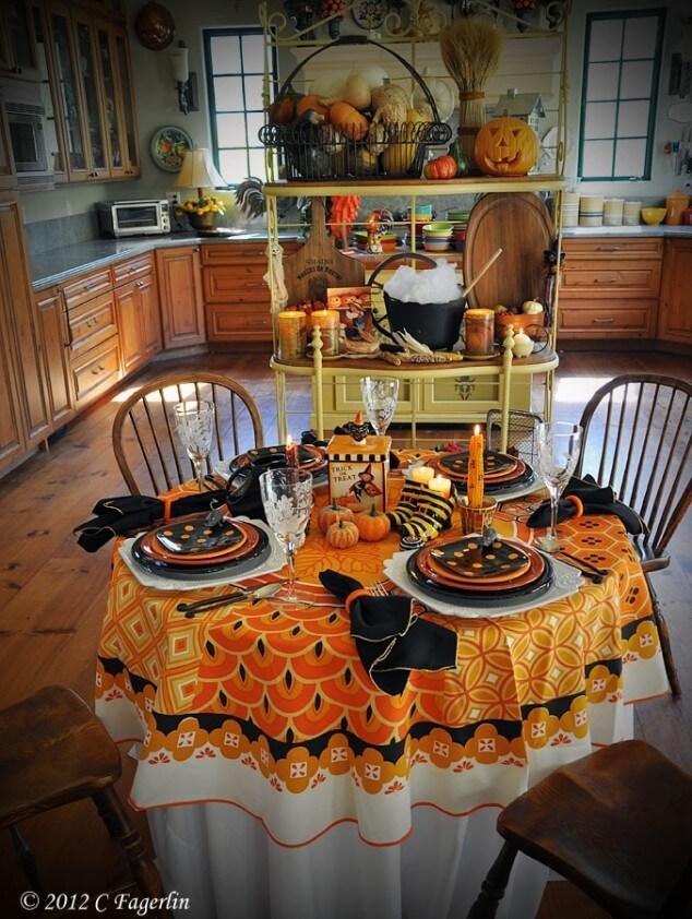 creepy and classy halloween table decoration ideas. Black Bedroom Furniture Sets. Home Design Ideas